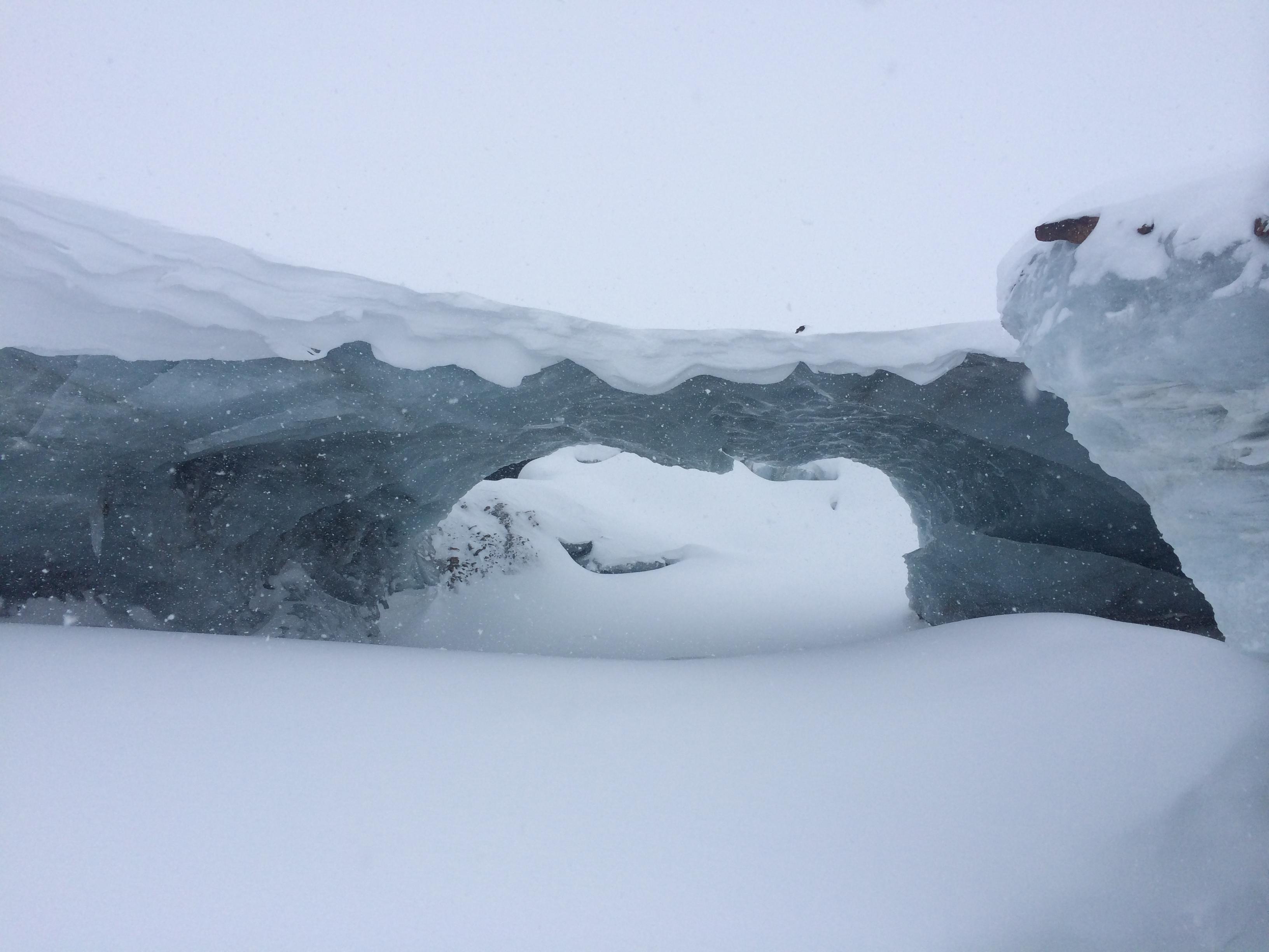 Eingang-Gletscher-Ajoure-Travel