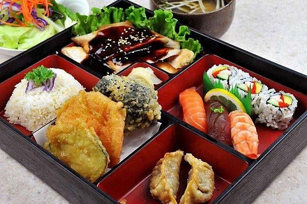 Tokio-Meal-ajoure-travel
