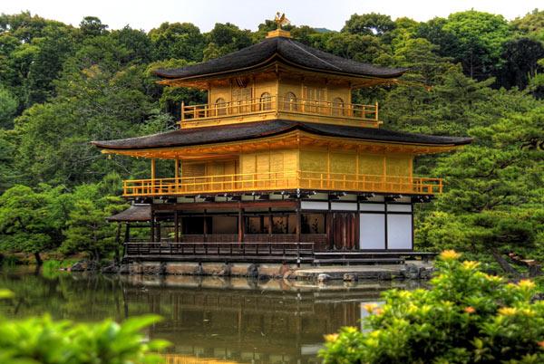 kinkaku-goldener-tempel-ajoure-travel