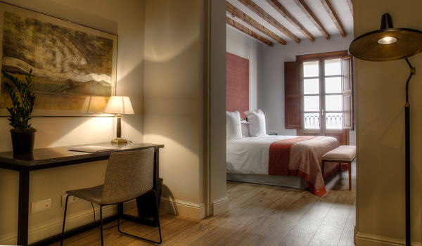 Deluxe-Zimmer-im-Calatrava-Hotel-ajoure-travel