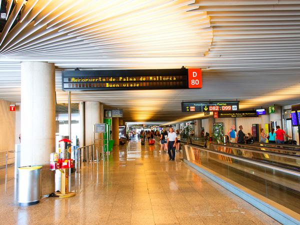 Flughafen-Palma-de-Mallorca-ajoure-travel