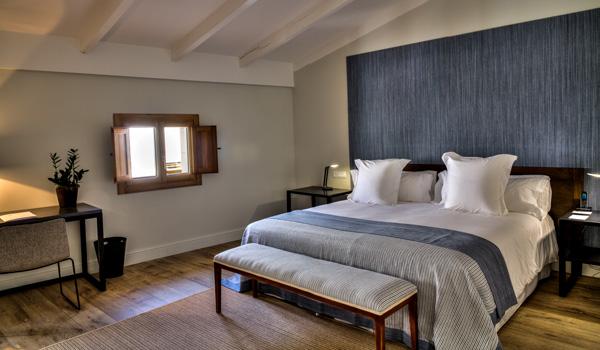 Junior-Suite-Calatrava-Hotel-ajoure-travel