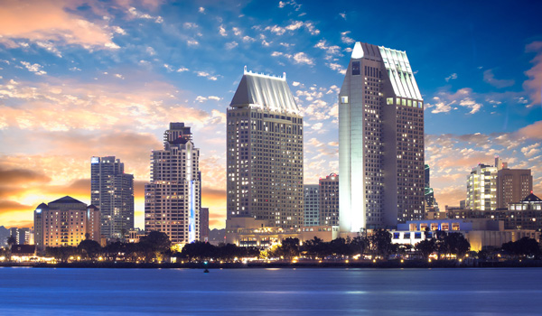 Skyline-San-Diego-abends-ajoure-travel