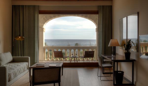 Suite-Salon-im-Calatrava-Hotel-ajoure-travel