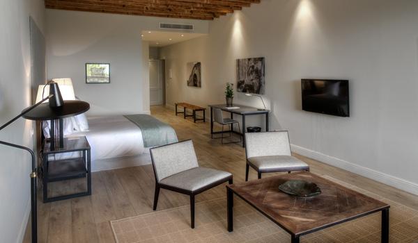 Suite-im-Calatrava-Hotel-ajoure-travel