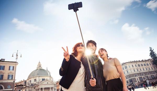 Selfie-Stick-ajoure-travel