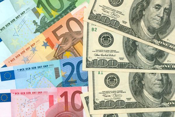 USA-Dollar-Euro-ajoure-travel
