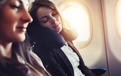 8 Tipps für einen erholsamen Schlaf im Flugzeug