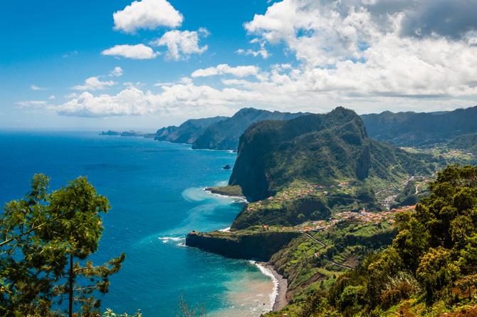 Adlerfelsen an der Nordküste bei Fajal Madeira