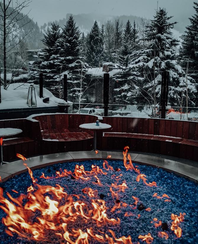 W Aspen Hotel Outdoor Feuerstelle