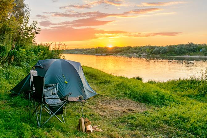 Zelten am Flussufer