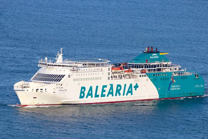 Fähre Balearia im Mittelmeer